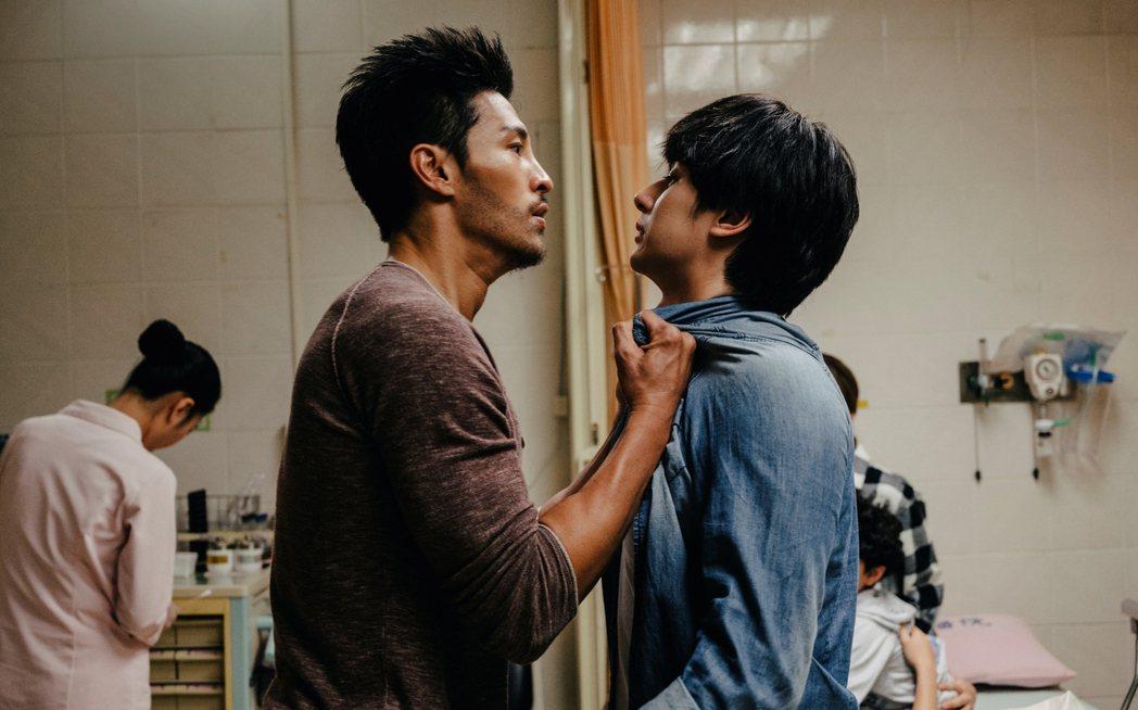 張軒睿(右)與陳禕倫劇中曾因喜歡同一個女生而反目。圖/三立提供