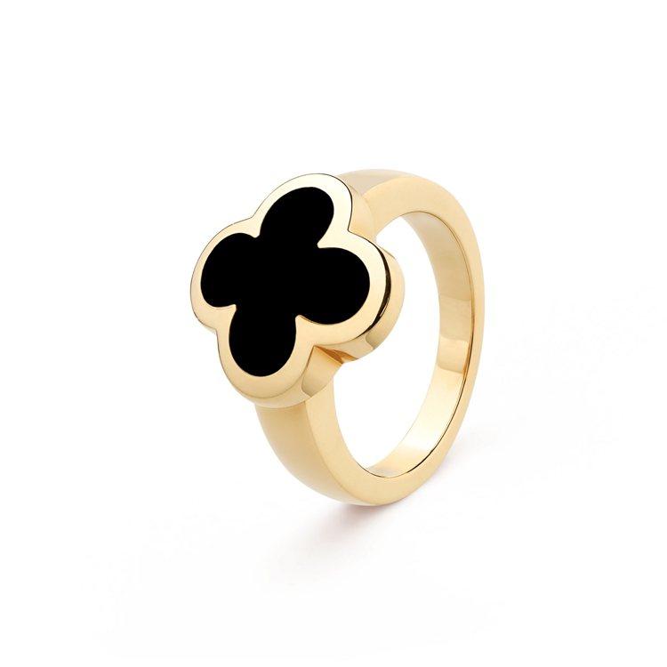 梵克雅寶Pure Alhambra戒指,黃K金鑲嵌縞瑪瑙,13萬5,000元。圖...