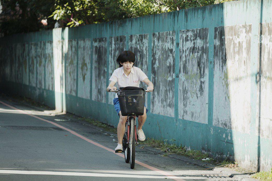 郭書瑤飾演一名具有通靈體質的高中女生。圖/HBO Asia提供