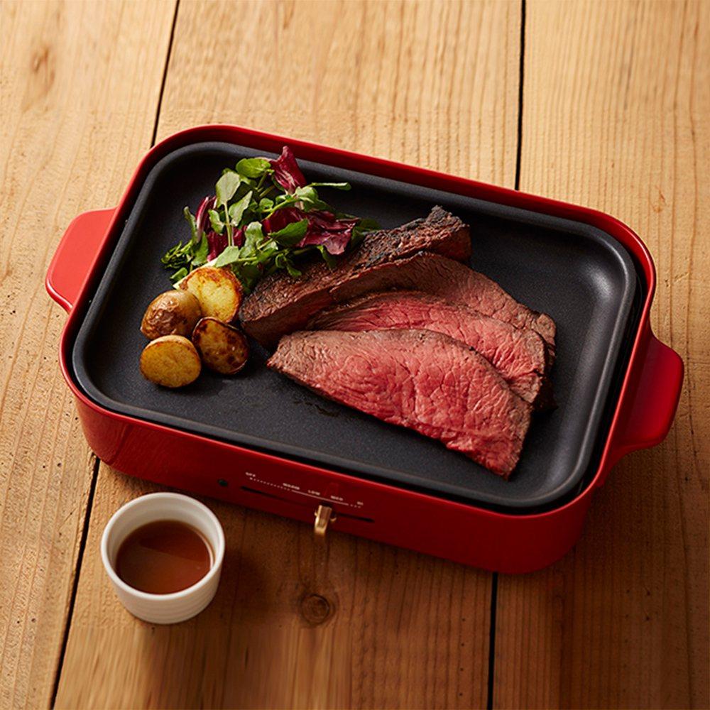 BRUNO多功能鑄鐵電烤盤,含6格式料理盤、料理深鍋,活動價5,380元。圖/m...