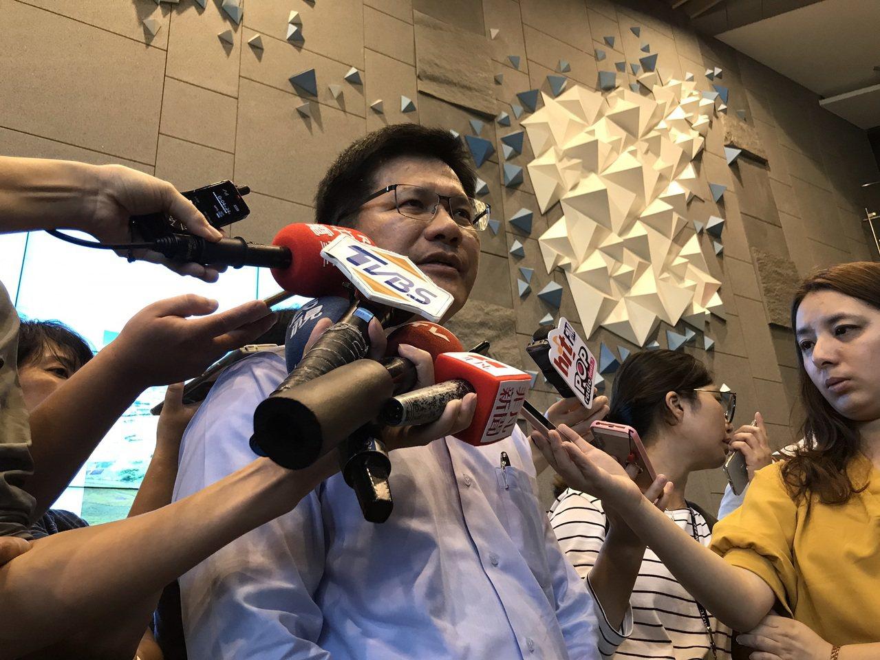 林佳龍今下午出席「複視:環境、公路、人-走過莫拉克風災」特展開幕記者會。記者葉冠...