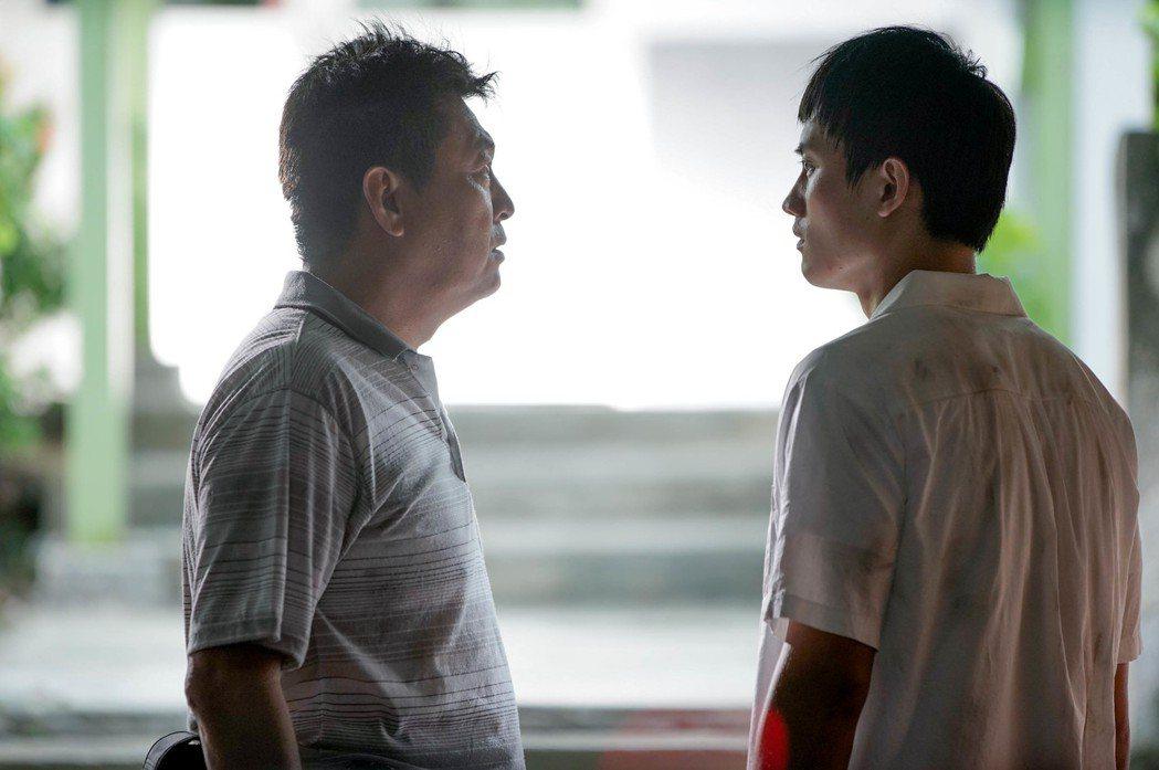 電影「下半場」票房逆勢成長,庹宗華(左)、范少勳(右)的親情戲相當感人。圖/逆光