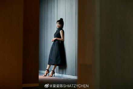 吳謹言身穿夏姿裙裝展現東方風情。圖/取自微博