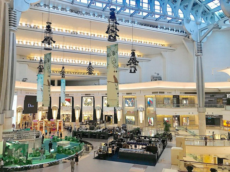 101購物中心、觀景台、高樓餐廳宣布30日暫停營業一日。本報資料照片