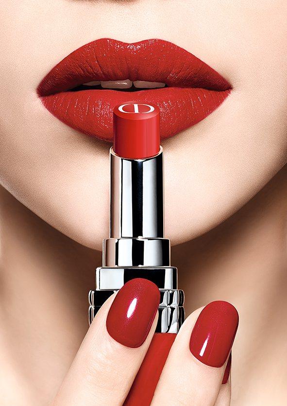 迪奧超惹火精萃唇膏#999 Bloom經典正紅,是賈靜雯精選的金鐘獎紅毯時尚色。...