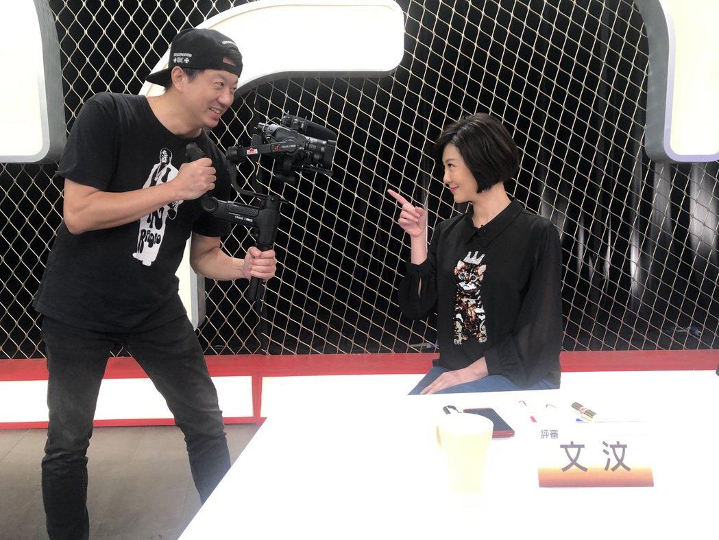 文汶擔任選秀節目評審,吳皓昇拿貴重攝影器材捕捉老婆神采。圖/民視提供