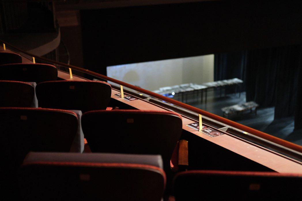 不只中途進場觀眾的腳步聲,觀眾隨身物品發出的聲響也會影響觀賞品質。圖/台中國家歌...