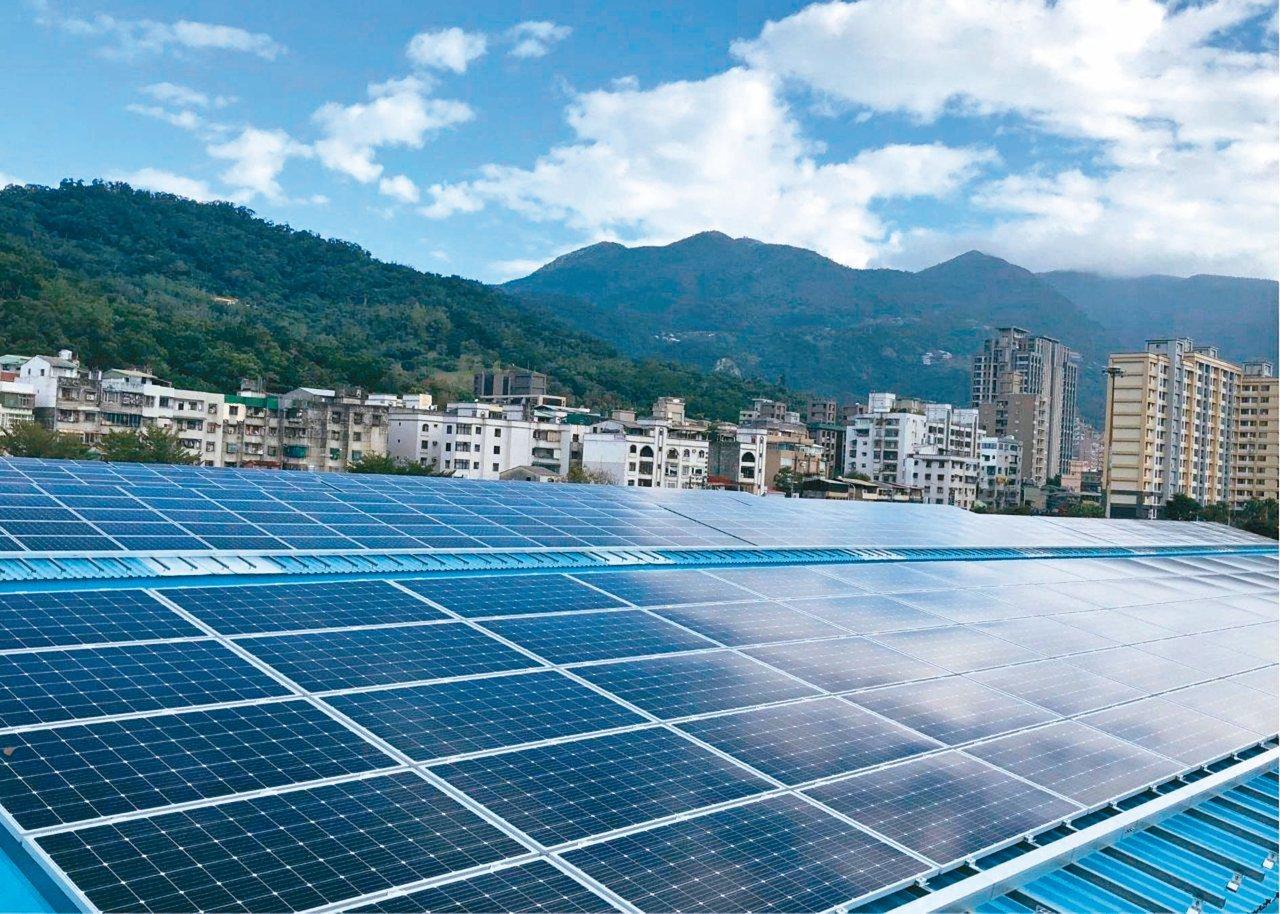 台北捷運北投機廠屋頂型太陽光電發電廠,目前已完成併聯發電。 圖/昱鼎提供