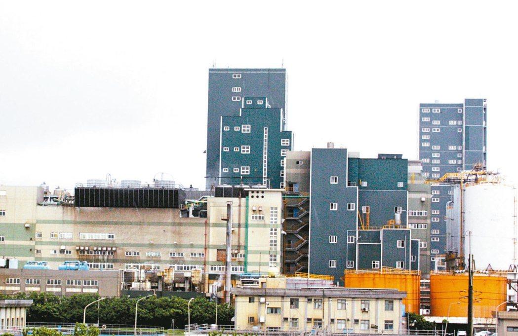 台商返台設廠,帶動桃園工業廠辦市場快速翻紅,圖為桃園市工業區樓房。 本報資料照片