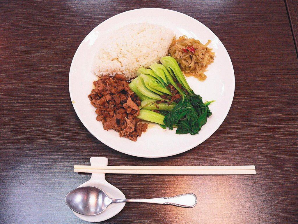 專家建議一樣的食物不要吃超過3餐。報系資料照