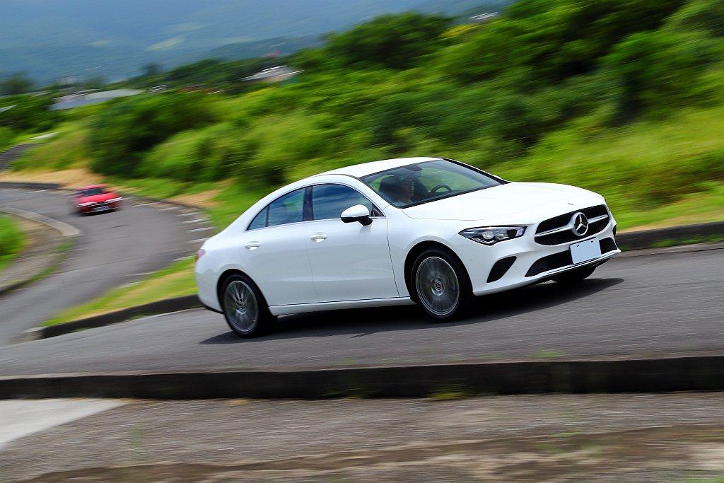 全新第二代賓士CLA 200 Coupe縱使外貌依然年輕、動感且還有諸多新科技加...