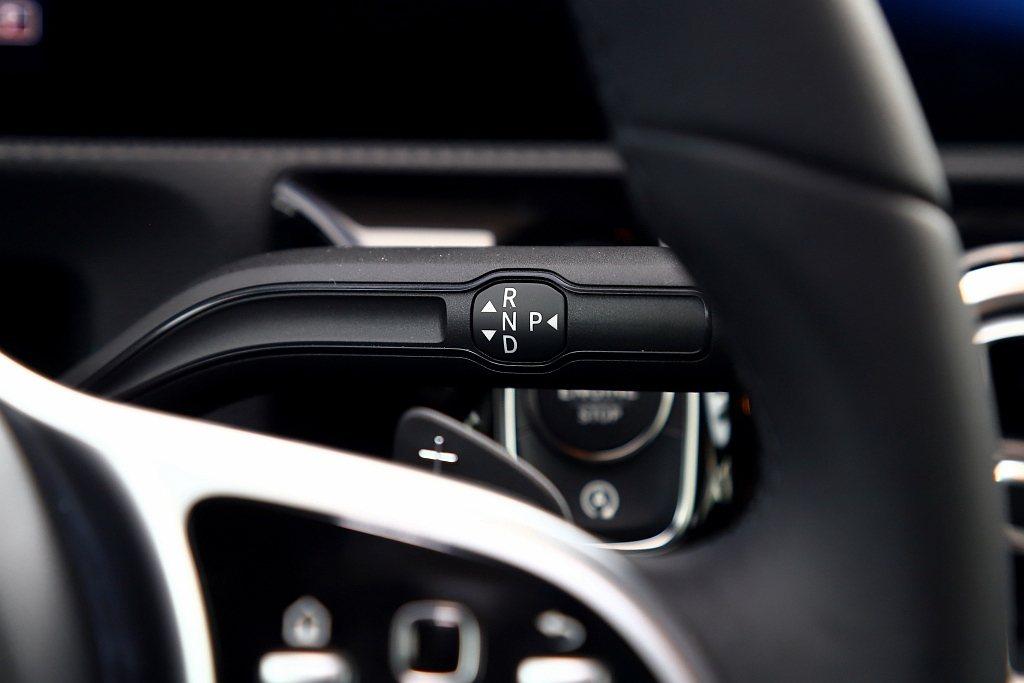 第二代賓士CLA 200 Coupe依舊搭配7速DCT雙離合器自手排變速系統,並...
