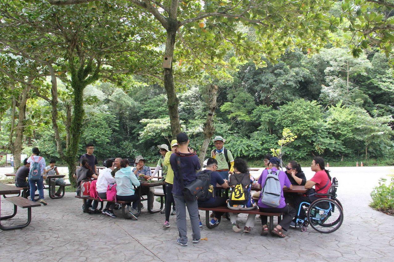 嬰兒車、輪椅族、銀髮族森林暢行無阻 這個遊樂區做到了