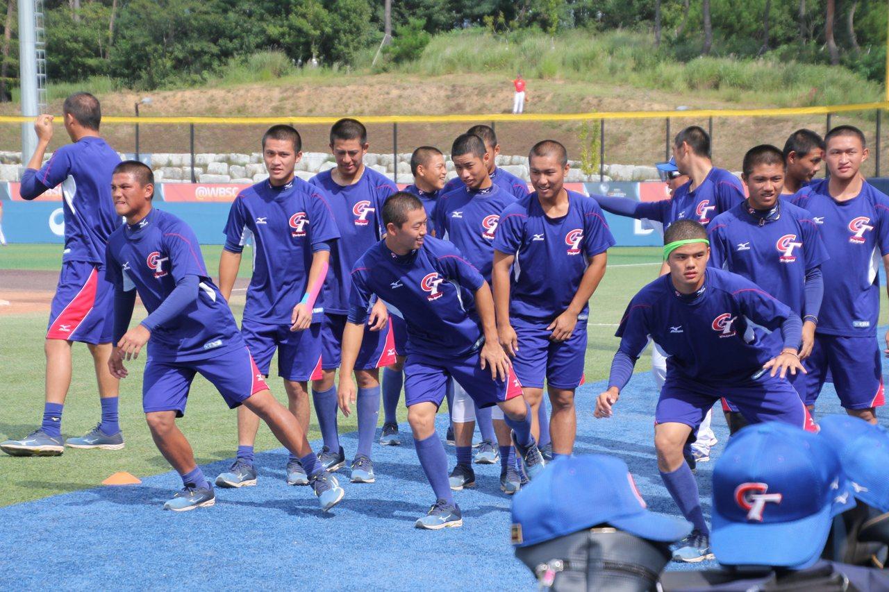 中華隊迎戰美國隊賽前練習。記者葉姵妤/攝影