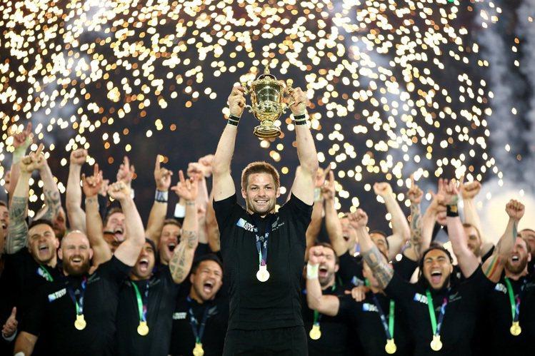 帝舵表品牌大使紐西蘭國家隊黑衫軍勇奪2015年橄欖球世界盃。圖/帝舵表提供