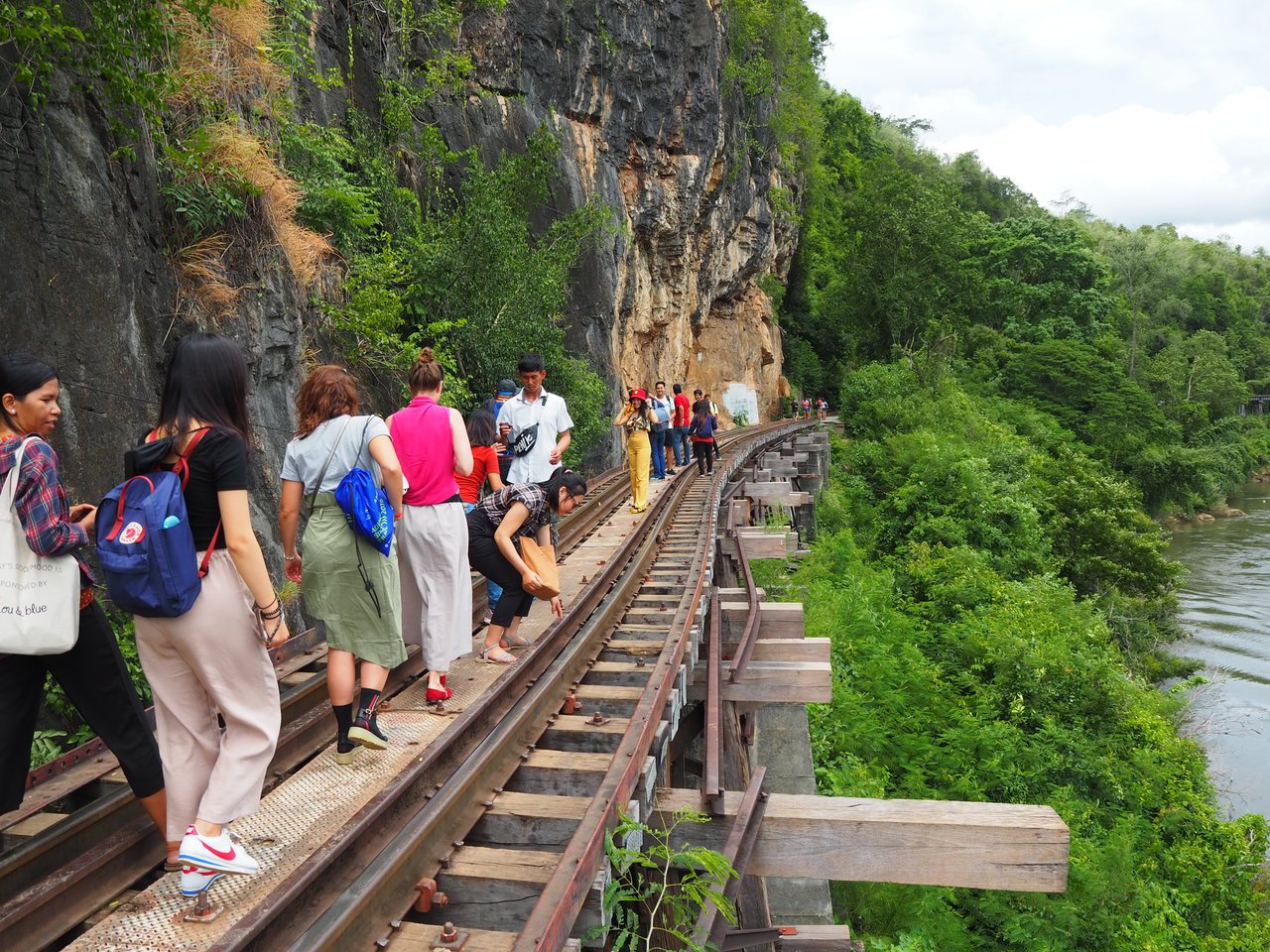 「死亡鐵路」的精華段在無車行駛的時間,可以徒步體驗。記者羅建怡/攝影