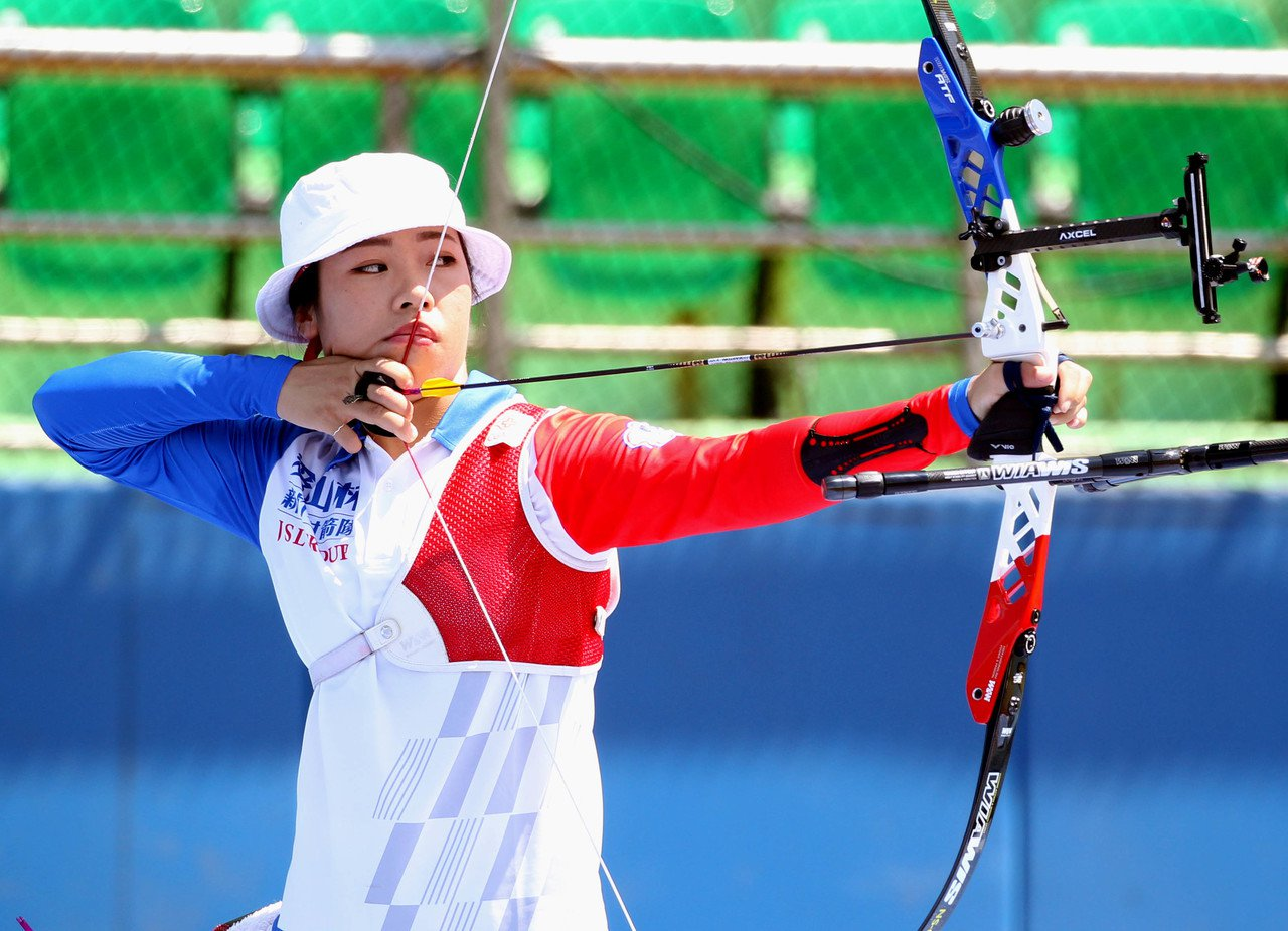 譚雅婷企業射箭聯賽披新竹愛山林戰袍。圖/中華企業射箭聯盟提供