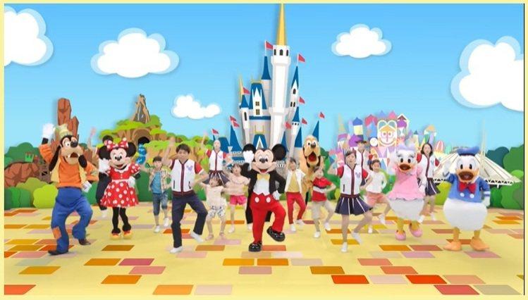 東京迪士尼已經於網路上公佈「Jamboli Mickey!」的舞蹈影片,讓小朋友...
