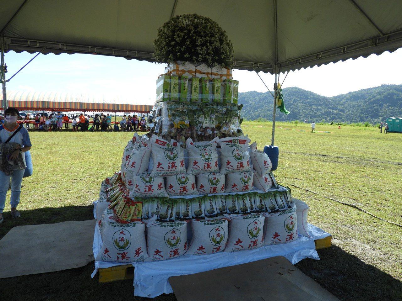 為增添活動文化藝術性,設置裝置藝術「農情金字塔」展示農產品,於活動結束後贈送大溪...
