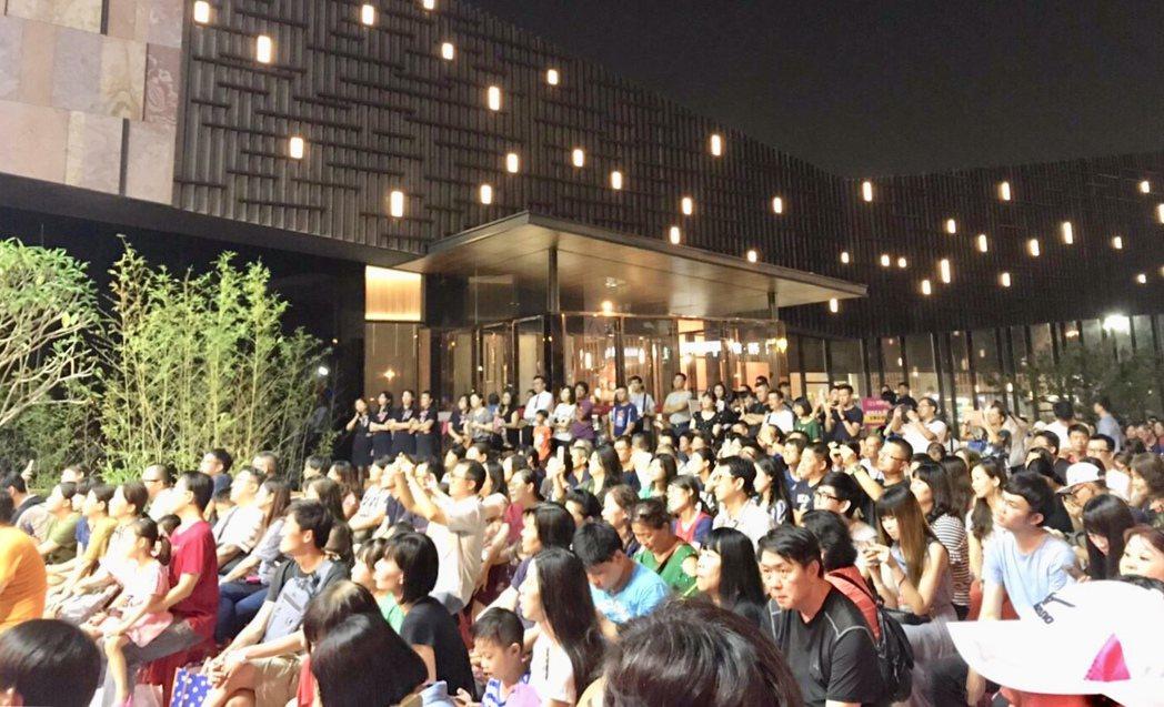 現場湧入破千民眾熱情參與,熱鬧滾滾。記者宋健生/攝影