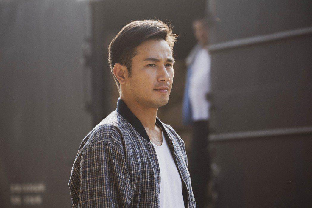 傅子純在劇中受老闆賞識,升職擔任苦力工頭。圖/公視提供