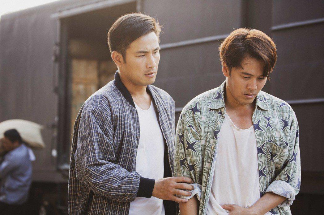傅子純(左)為還黃文星(右)人情,在工作上特別照顧。圖/公視提供