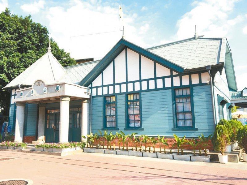 旗山車站有「全國最可愛的小火車站」美譽,宛如童話故事中的歐式小屋,讓人忍不住駐足留影。
