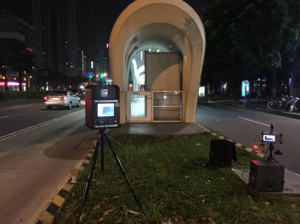 台中市警局交通大隊在8月結合新設備執行靜城專案,共取締1879件超速、128輛噪...