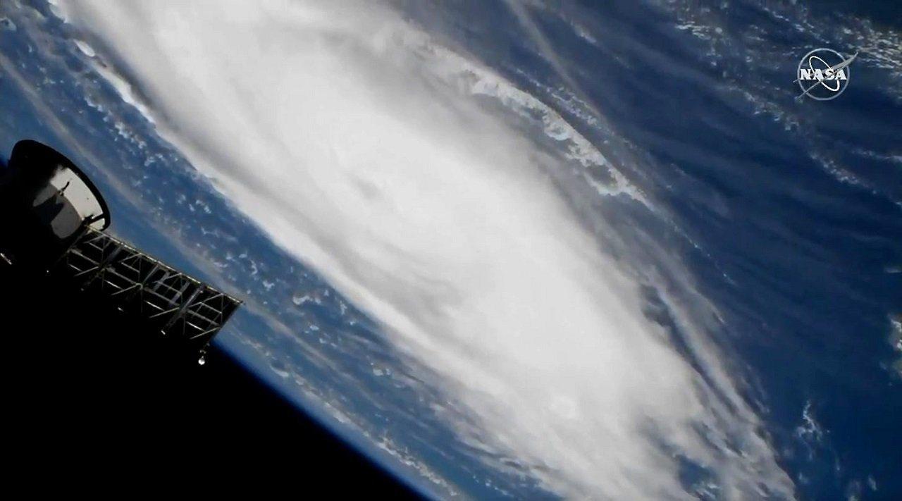 圖爲國際太空站攝影機8月30日拍得颶風多利安影像。法新社/NASA TV