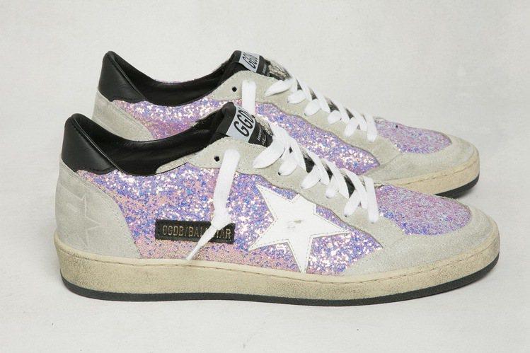 紫色亮粉星星鞋,17,200元。圖/GGDB提供
