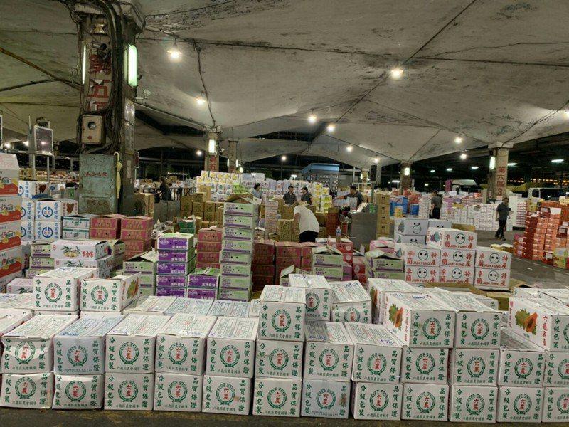 近日菜價上漲,台北果菜批發市場今天到貨1210公噸,蔬菜平均批發價格每公斤44元,為本周單日最高,也是近1個多月來最高峰。圖/北市市場處提供