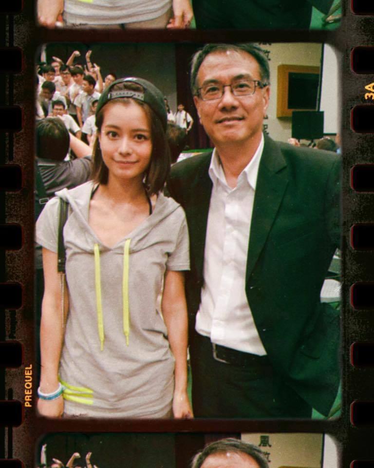 林珈安(左)表示過世的爸爸就像超人一樣,既幽默又帥氣。圖/摘自臉書