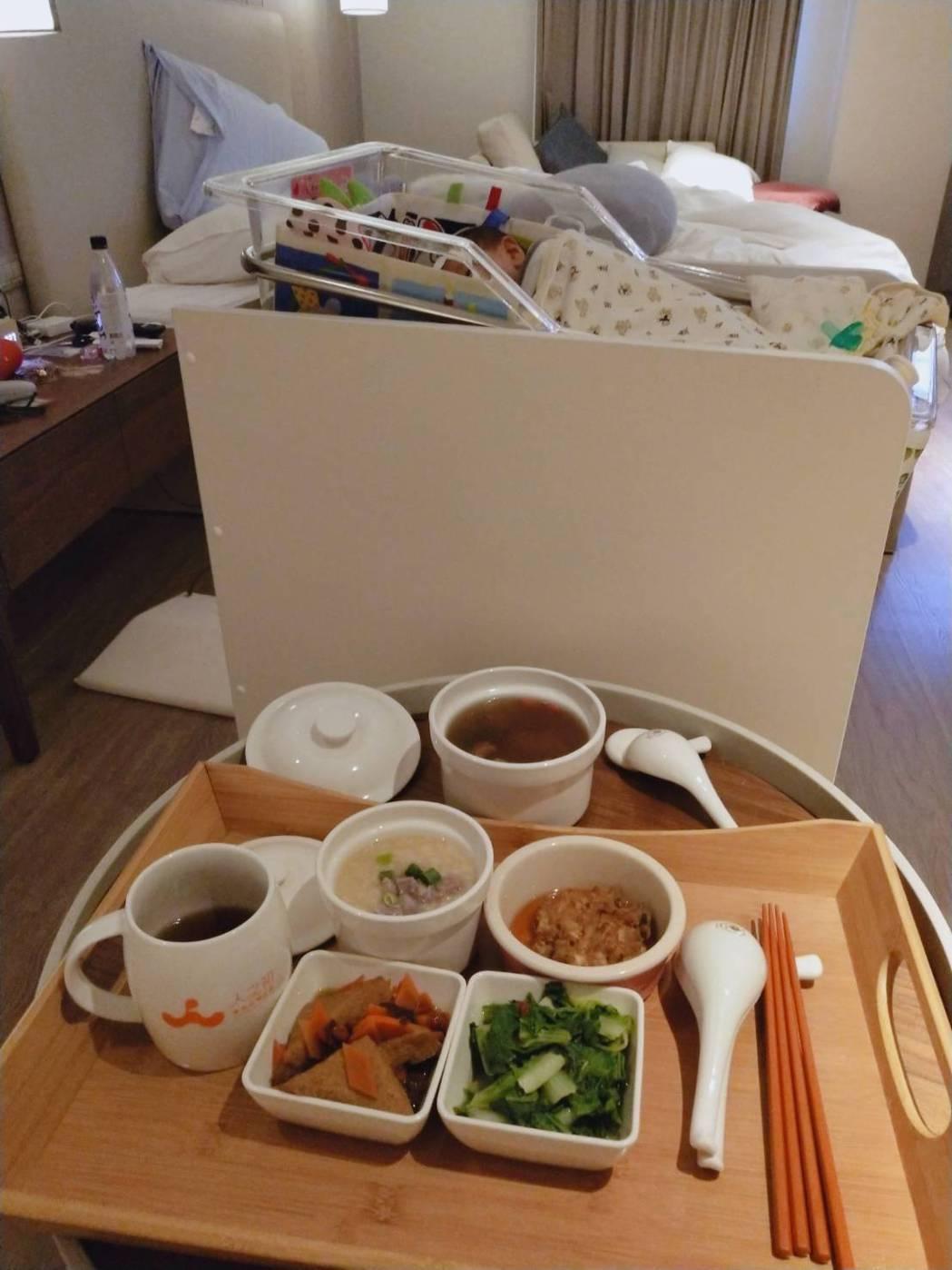 劉伊心在月子中心享用的餐點。圖/人之初產後護理之家提供