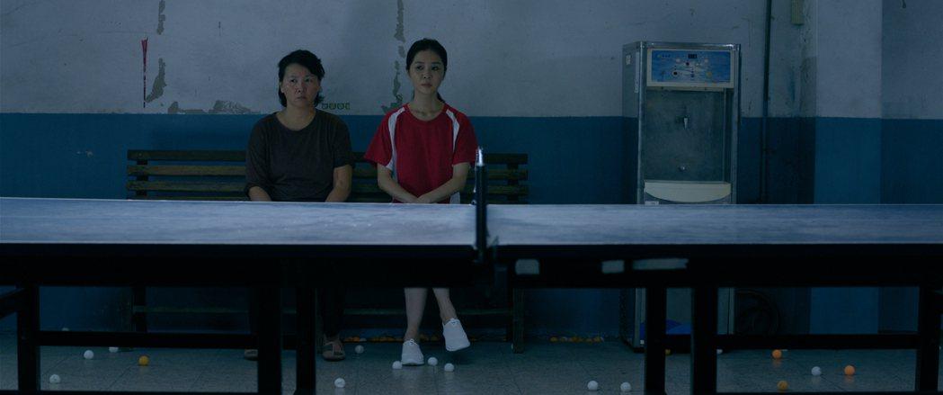 王琄在片中和謝盈萱(右)有精彩對手戲。圖/劇組提供