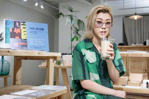 神似竇靖童的韓國女歌手So!YoON!(黃昭允)即將於10月31日在台灣開唱,她日前來台宣傳,體驗雞排與珍珠奶茶的魅力,對台灣讚不絕口,「是個美食多、和平的國家,很棒的地方。」年僅22歲的她,把韓國...