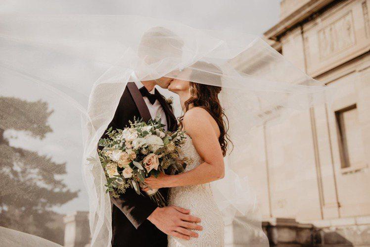 水象星座是最融洽的組合,只要把愛情觀點融會貫通,長久的婚姻,根本不放在眼裡。圖/...