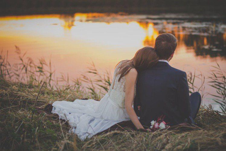土象星座覺得,陪著你老去,就是我認為最好的浪漫。圖/摘自 pexels