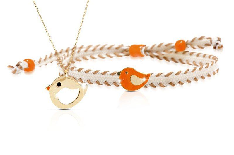 LeBebé You & Me項鍊與手環:,9K黃K金材質打造的琺瑯彩繪圖樣項鍊,搭配鮮豔琺瑯彩繪圖樣棉麻編織手繩,約7,900元。圖/亞太時計提供