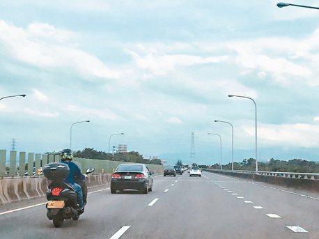 竹科塞車常態 改騎重機通勤更風行!