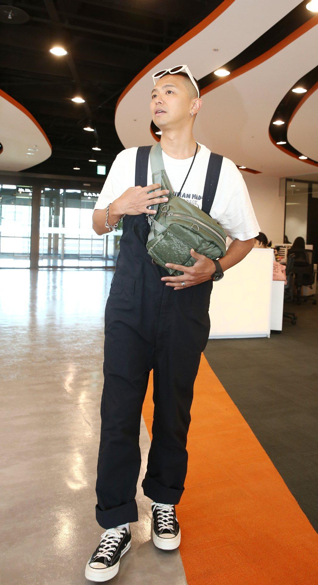 小鬼黃鴻升出席蝦皮超級購物節直播。記者曾原信/攝影