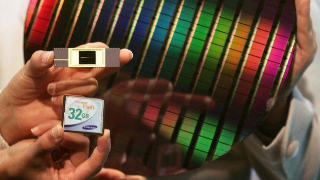 南韓面板業者已開始改採自製的化學原料,也積極開發自製的晶片製造原料。路透