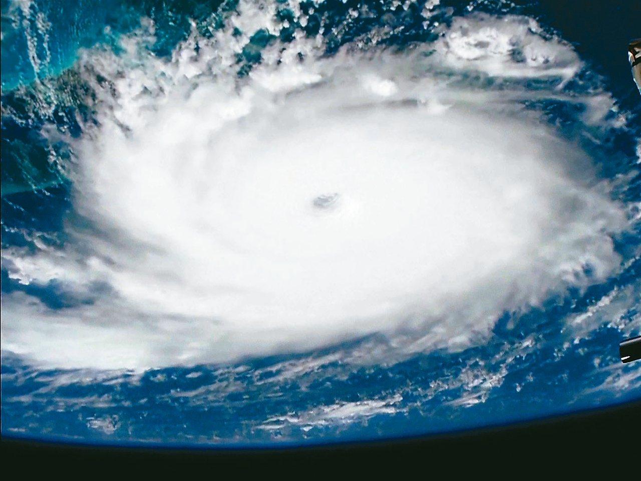 衛星雲圖顯示,颶風多利安的暴風範圍廣大,對美國東南沿海造成威脅。 美聯社