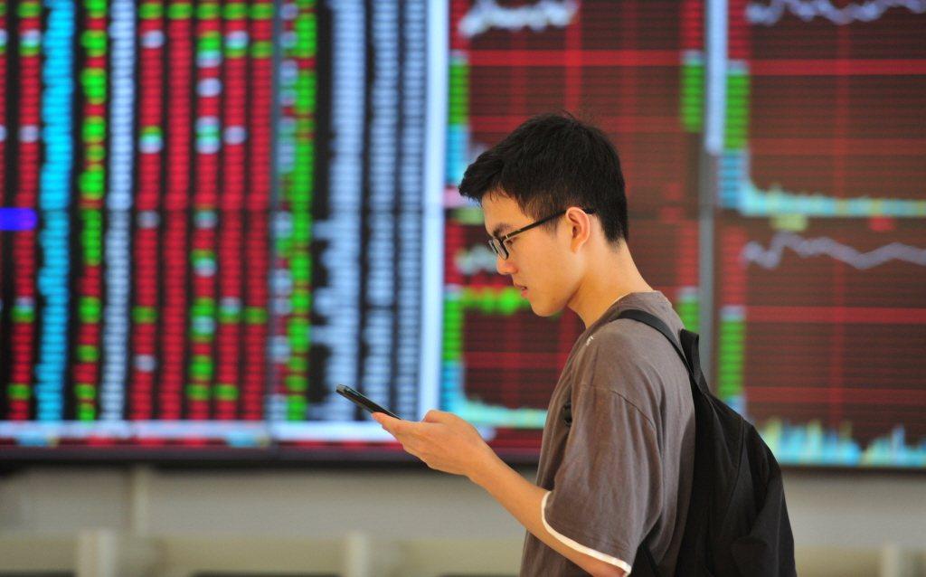 安聯投信海外投資首席許家豪認為,穩定債息的債券以及能提供資本利得的股票缺一不可。...