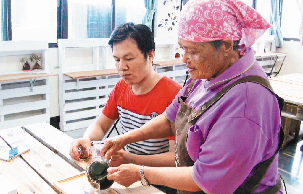 位處偏鄉的旗山圓富社區,因為銀髮長輩的投入,找到社區產業發展的方向。 圖/報系資...