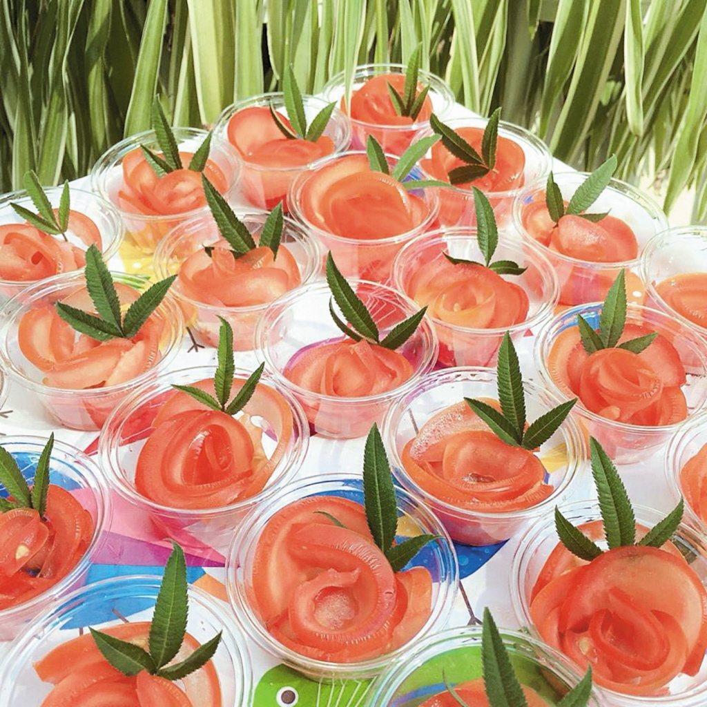 情人節配菜「玫瑰花番茄」。 圖╱不老夢想125號、鄭茜文提供