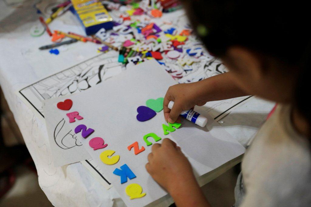 澎湖縣長賴峰偉祭出三大幸福政策,其中增加了60個公立幼兒園名額。 圖/路透社