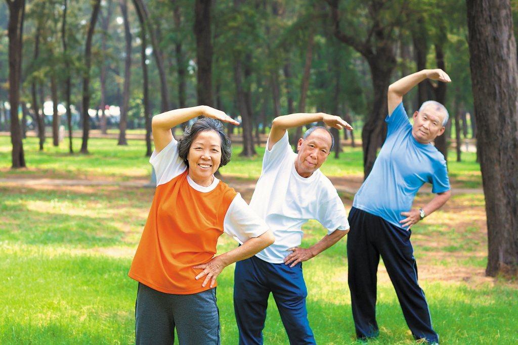 建議民眾從50歲就開始改變生活步調,養成運動及健康飲食的習慣,退休後才能享受美好...