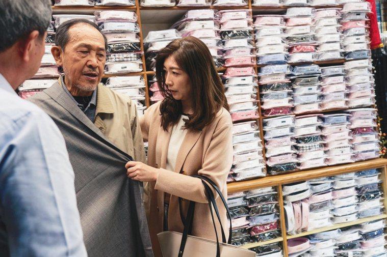 電影「老大人」中,小戽斗飾演的獨居老翁因病住院,卻不肯由劇中的女兒黃嘉千照顧。 ...