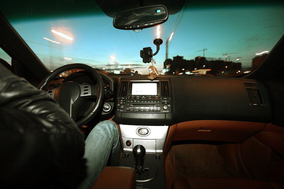 一位Uber司機表示載到一對男女在車裡準備上演活春宮,他立刻請對方下車,並說「我...