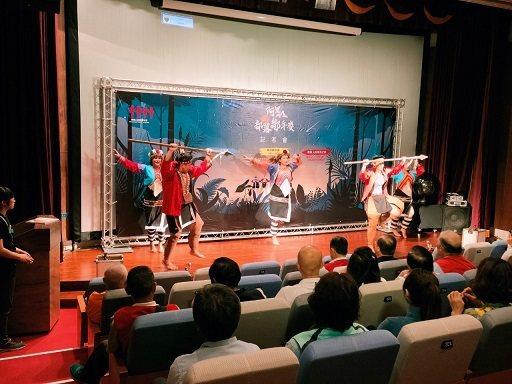 榮獲台灣雙料舞蹈冠軍的《跳動的山林》帶來精湛的鄒舞開場。 阿里山國家風景區管理處...